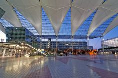 """Primer aeropuerto de Europa de 5 estrellas: Múnich. Ya es la octava vez que el Aeropuerto de Múnich ha sido reconocido como el mejor aeropuerto de Europa en los premios de la industria aeroportuaria """"World Airport Awards"""" #conestilo Aeropuerto Internacional de Munich, Alemania"""