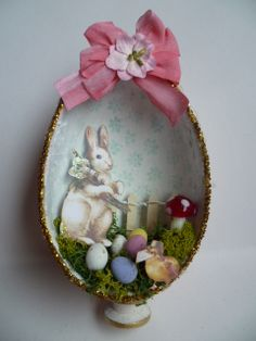 Diorama egg shadow box with Easter garden. Images from the Gecko Galz Hoppy Easter, Easter Bunny, Easter Eggs, Easter Egg Crafts, Easter Decor, Easter Ideas, Spring Projects, Art Projects, Easter Garden