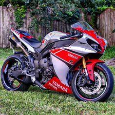Bike Nations - Fails, Crash, Cops vs Bikers and much more! Motos Yamaha, Yamaha Motorcycles, Yamaha Yzf R1, Ducati, Custom Street Bikes, Custom Sport Bikes, Yamaha R1 2009, Moto Bike, Super Bikes