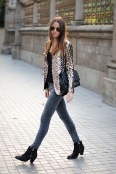 Add some glitz and glamour to a basic outfit of jeans and a t-shirt by throwing on a sequin blazer. Zina from Fashion Vibe works a rock chic inspired look by teaming her sequin blazer and skinny jean combo with zippered ankle boots and aviator sunglasses. Blazer Outfit, Sequin Outfit, Sequin Blazer, Sequin Jacket, Glitter Jacket, Blazer Jeans, Jacket Jeans, Gold Blazer, Leopard Blazer