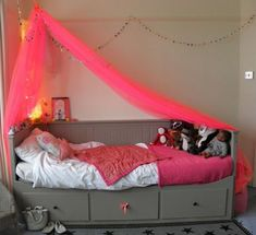 Kid's room of the day: Flouro pink & grey : Table Tonic ikea hemnes daybed Ikea Hemnes Daybed, Ikea Bed, Cama Ikea, Deco Kids, Ideias Diy, Little Girl Rooms, Kid Spaces, My New Room, Room Colors