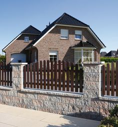 Fence Wall Design, Modern Fence Design, Home Stairs Design, House Front Design, Gate Design, Front Yard Decor, Front Fence, Backyard Garden Landscape, Backyard Fences