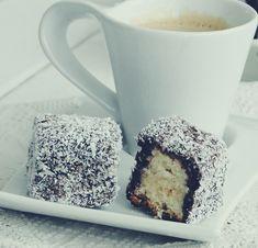 Prajitura Lamingtons-Prajitura Tavalita - Rețete Papa Bun Food And Drink, Mugs, Tableware, Dinnerware, Tumbler, Dishes, Mug, Place Settings