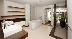 Platz an bis zu 8 Personen bietet Ihnen diese hochwertige Immobilie mit einem weitläufigen Gelände und ein hohes Maß an Privatsphäre. Es hat einem hohen Standard und Sie können profitieren von einem Panoramablick über die kristallklare Lagune. Die Farbgebung und die moderne Architektur, verleihen der Villa einen frischen Reiz. #Mauritius #Villas #Beach #Pool I ❤ MAURITIUS! ツ  http://www.isla-mauricia.de/objekte-mauritius/luxus-familienurlaub-selbstversorger-mauritius-strandvilla-soledad-de/