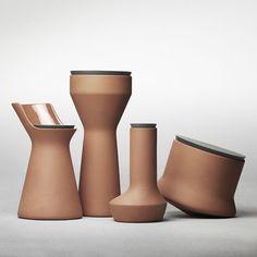 Los recipientes de la colección Pots, fueron diseñados tomando en cuenta los métodos, tanto antiguos como contemporáneos, para mantener los alimentos frescos y secos usando barro.