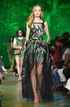 Pretty Outfits, Pretty Dresses, Beautiful Outfits, Fashion Week, Look Fashion, Fashion Design, Fashion Quiz, Couture Fashion, Runway Fashion