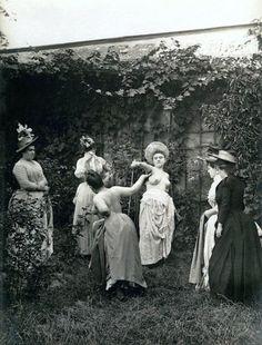 z- Flower Duel- Princess Pauline Metternich & Countess Kielmannsegg- Liechtenstein, 1892, II