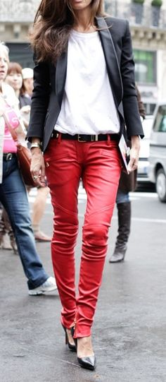 stand-out red pants. - ive always loved red pants. Glam Style, Style Me, Red Leather Pants, Red Pants, Red Trousers, Trousers Fashion, Leather Skin, Look Fashion, Womens Fashion