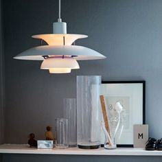 The Louis Poulsen PH 5 Classic is a pendant lamp with three shades in matt white and a purple colour correction ring. Home Lighting, Lighting Design, Ceiling Lamp, Ceiling Lights, Blitz Design, Berlin Design, Mid Century Modern Design, Scandinavian Interior, Pendant Lamp