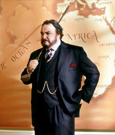 John Rhys Davies (for the ignorant, he played in most Indiana Jones movies, Gimli in The Lord Of The Rings, Pierce Brosnan's nemesis in Nobel House, and, and, and...) shows how a three-piece is worn by a 3X man!