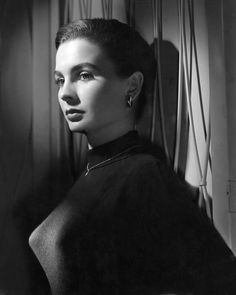 I grew up watching JEAN SIMMONS movies on television. She is one of my favourite film stars. She was breathtakingly beautiful and incredibly tal… Hooray For Hollywood, Golden Age Of Hollywood, Vintage Hollywood, Hollywood Stars, Classic Hollywood, Hollywood Glamour, British Actresses, Hollywood Actresses, Actors & Actresses