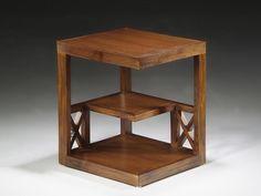MESA AUXILIAR REVISTERO. Mesa en madera tipo colonial