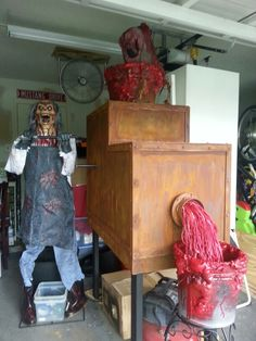This would make a great Organ grinder prop for our haunted carnival part of the spook walk.