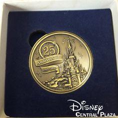 Présentation du Merchandising des 25 ans de Disneyland Paris