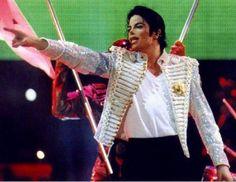"""""""Acima de tudo, Michael era uma pessoa muito humanitária. Ele tinha muito amor no seu coração. Ele preocupava-se com todos, especialmente as pessoas na rua. Ele não era convencido, ele não tinha ego algum e ele tentou oferecer o seu tempo a todos, porque ele não queria ferir os sentimentos de ninguém. Se ele pensasse que havia feito algo errado, ele realmente ficava muito incomodado.Ele tinha mais amor do que qualquer um que eu conheça.   ... Acima de tudo, Michael era amor.""""--- Miko Brando"""