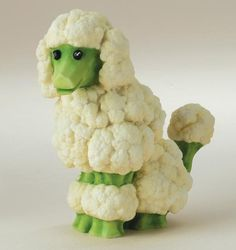 Food Art Cauliflower poodle Brenda Franklin Franklin Franklin Torres You should make these for a veggie tray at the holidaysCauliflower poodle Brenda Franklin Franklin Fr. Cute Food, Good Food, Funny Food, Awesome Food, Veggie Art, Veggie Food, Creative Food Art, Creative Ideas, Cauliflower Dishes