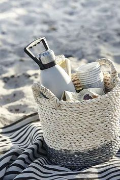 picnic by the sea// guest gift for destination weddings w/collapsible baskets that become keepsakes, with some goodies for them to enjoy a beach picnic before going home