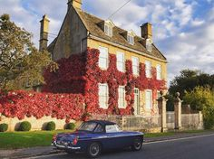 Sunday drive in style through beautiful Cotswolds. Victoria Magazine, I Want To Travel, Country Homes, House Exteriors, English Countryside, Traditional House, Wales, Beautiful Homes, Scotland