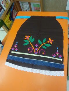 Spring Crafts, Primary School, Traditional Art, Cheer Skirts, Kindergarten, Crafts For Kids, Projects To Try, Costumes, Embroidery