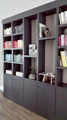 Zwarte boekenkast krukje