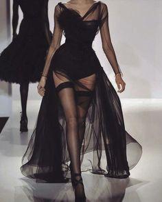 Look Fashion, 90s Fashion, Couture Fashion, Runway Fashion, Fashion Show, Fashion Outfits, Fashion Design, Gloves Fashion, High Fashion Dresses