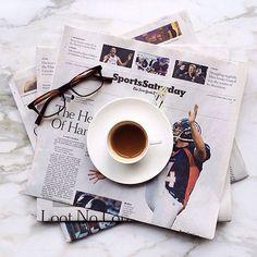 Antes ou depois do Face: café e jornal. #LombasCafe