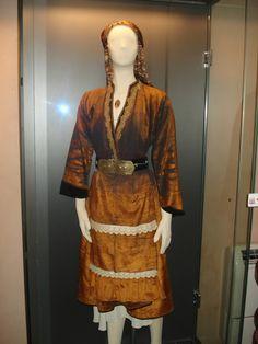 soufli-gr: Η παραδοσιακή ενδυμασία του Σουφλίου Greek Costumes, Folk Costume, Greeks, Empire, Sari, Fashion, Saree, Moda, Fashion Styles