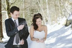 cute idea for a lovely bridal pair shoot in the snow by wedding photographer Hanna Witte