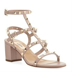 Valentino Rockstud Sandalen, Valentino Garavani Shoes, Valentino Couture, Valentino Shoes, Thing 1, Low Heel Sandals, Napa Leather, Ankle Straps, Cute Shoes