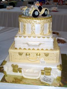 Suitcase Wedding Cake Won first prize at local fair. Farewell Cake, Travel Cake, Wedding Decorations, Wedding Ideas, Happy Day, Cake Decorating, Wedding Cakes, Shapes, Suitcases
