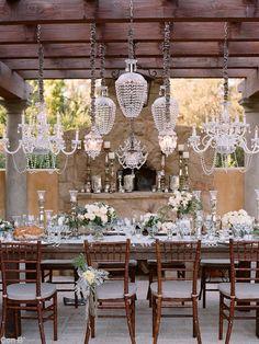 Decoración de mesas para boda, con lámparas