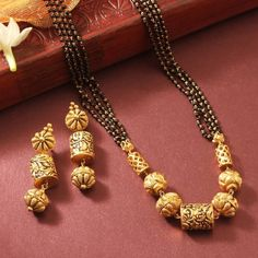 22 carat gold four line mangalsutra chain with nakshi balls pendant paired with antique nakshi earrings by Manubhai jewellers. Gold Mangalsutra Designs, Gold Jewellery Design, Jewellery Diy, Mangalsutra Simple, Jewelry Making, Bridal Jewellery, Jewelry Gifts, My Princess, Gold Jewelry Simple