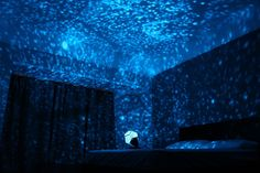 This starfield simulation light projects a map of the heavens onto your ceiling and walls with thousands of stars in random order. Featuring a rotating base wit
