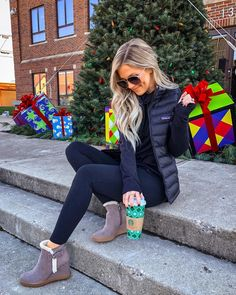 Running all the last minute errands before Sophie's off for break 🎄🎁 and staying comfy in the cutest wedge booties! These are sooo… Casual Winter Outfits, Fall Outfits, Cute Outfits, Wedge Booties Outfit, Black Booties, Ankle Booties, Leather Booties, Divas, Black Women Fashion