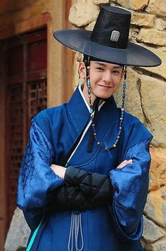 Traditional clothes/ Hanbok /Korea Is it just me or does he look like a cowboy wizard? Korean Hanbok, Korean Dress, Korean Outfits, Korean Clothes, Korean Traditional Dress, Traditional Fashion, Traditional Dresses, Korean People, Korean Men