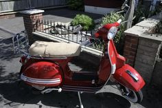 Modern Vespa : Milano Red Stella