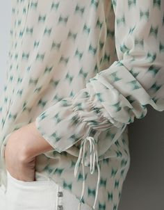 .sleeve detail. Idea for a blouse-cuff?
