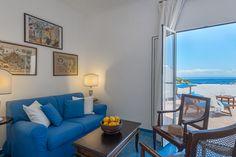 Le Suite sono dotate d TV LCD, Sky tv, divano letto, aria condizionata, asciugacapelli, mini-bar, zanzariera, cassetta di sicurezza, set di cortesia, accappatoio e pantofole