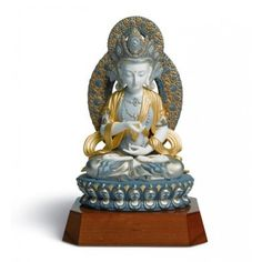 Lladró is a Spanish brand dedicated since 1953 to the creation of art porcelain figurines at the brand's only factory in the world, in Valencia. Sculptures, Lion Sculpture, Hindu Art, Buddhist Art, Fine Porcelain, Vintage Metal, Buddhism, Art Forms, Hinduism