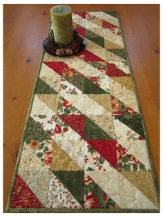 Quilted Table Runners Christmas, Christmas Patchwork, Patchwork Table Runner, Christmas Runner, Christmas Placemats, Table Runner And Placemats, Christmas Sewing, Christmas Table Decorations, Christmas Decor