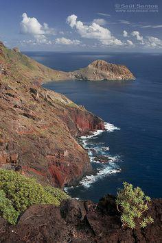 Acantilados de la peninsula de Anaga con la playa de Antequera al fondo. Isla de Tenerife. Canary Islands