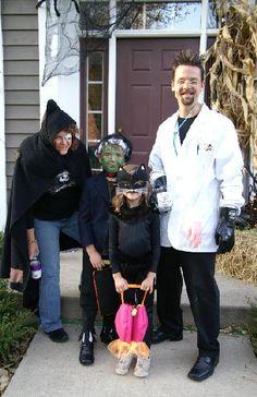 15 Family Themed Halloween Costume Ideas | ChocolateCakeMoments.com #homemadeHalloween  sc 1 st  Pinterest & Viking family costume | Costume Ideas | Pinterest | Pond?lí ...