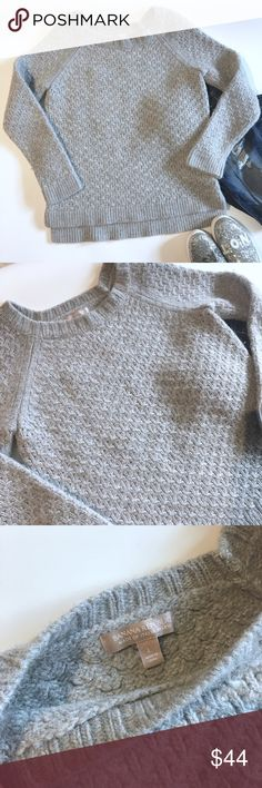 Banana republic wool sweater Euc, minus some minor piling which is a natural occurrence with yarn knit sweaters. Very thick and warm. Would look great over a collared shirt and jeans. Add this to a bundle to save 15%. Banana Republic Sweaters Crew & Scoop Necks