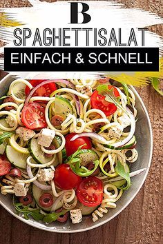 Spaghettisalat – einfach und schnell Spaghetti salad recipe – easy and quick. The spaghetti salad is the classic pasta salad. We show how quickly it works and how you can easily refine it. Carrot Salad Recipes, Salad Recipes Healthy Lunch, Salad Recipes For Dinner, Easy Salads, Healthy Salad Recipes, Best Chicken Salad Recipe, Spaghetti Salad, Vegetarian Spaghetti, Salads For A Crowd