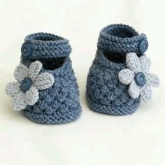 Baby Knitting Pattern super cute baby shoes in blue Baby Knitting Patterns, Knitting For Kids, Knitting Projects, Crochet Projects, Hand Knitting, Crochet Patterns, Crochet Ideas, Cute Baby Shoes, Knitted Baby Clothes