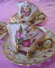 Vintage China cup and saucer China Tea Cups, Teapots And Cups, My Cup Of Tea, Tea Cup Saucer, Tea Time, Vase, Tea Sets, Vintage Japanese, Vintage China