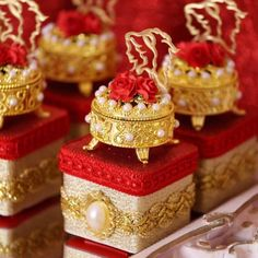 Beauty And The Beast Wedding Invitations, Beauty And The Beast Wedding Theme, Sweet 16 Birthday, 16th Birthday, Wedding Gift Wrapping, Wedding Gifts, Ideas Para Fiestas, Diy Centerpieces, Birthday Balloons