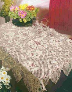 Oi pessoal posto pra vcs hoje essa toalha de mesa trabalhada em crochê filé riquíssima em detalhes. Espero que gostem!!!  Bjos