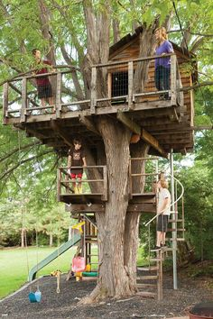 DIY Tree House Ideas & How To Build A Treehouse (For Your Inspiration) tree house design Backyard Treehouse, Building A Treehouse, Backyard Playground, Backyard For Kids, Treehouse Kids, Treehouses For Kids, Tree House Playground, Backyard Fort, Children Playground