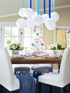 Haute Hanukkah Decorating Ideas : HGTV.com Holiday House with Britany Simon http://www.hgtv.com/holiday-house/package/index.html